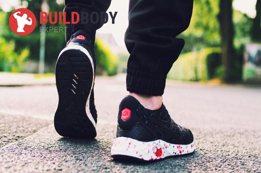 ходьба - одно из самых простых и полезных упражнений. Она стимулирует кровоток в суставах