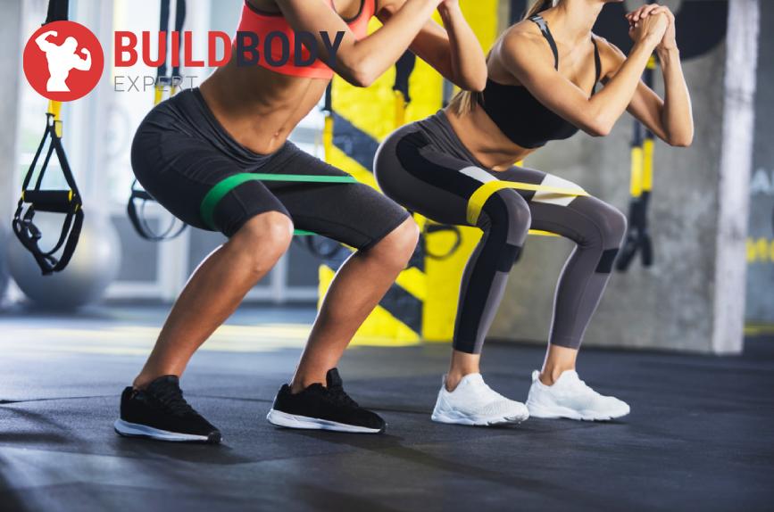 Упражнение прыжки с отведением ног в стороны