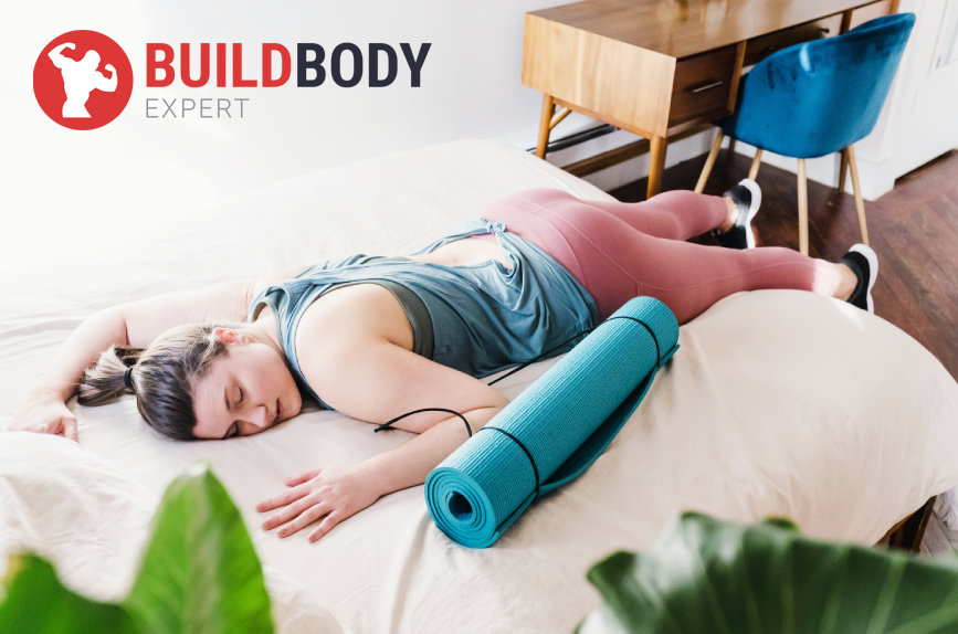 Tренировочная активность повреждает мышцы, для роста нужен хороший сон и отдых.
